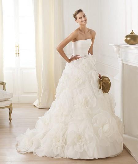 Свадебные платья с объемными юбками в цветах