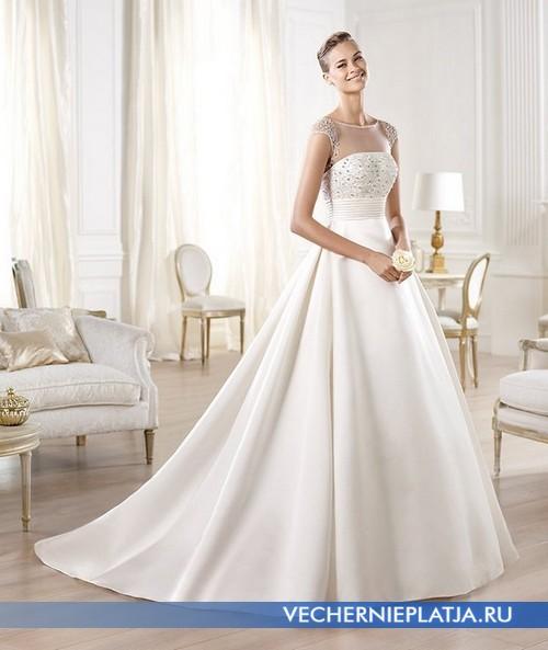 Роскошное платье с прозрачным декольте