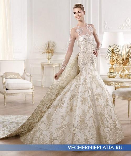 Свадебное платье со шлейфом и кружевным декольте