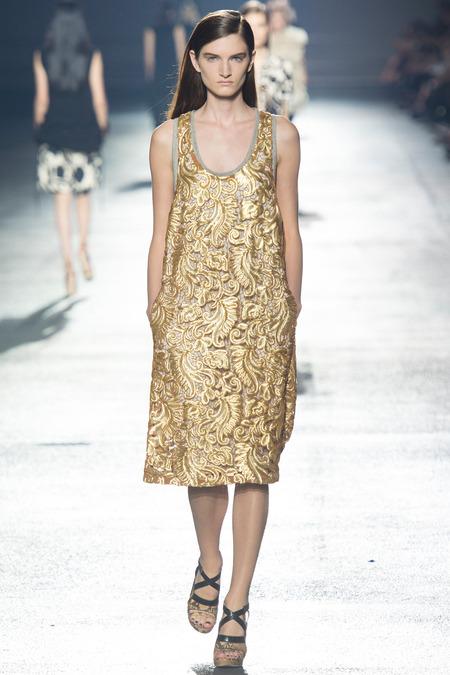 Роскошное платье в золотистом цвете от Dries Van Noten