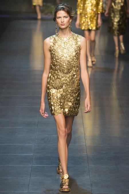 Платье с узором под золотые монеты от Dolce Gabbana