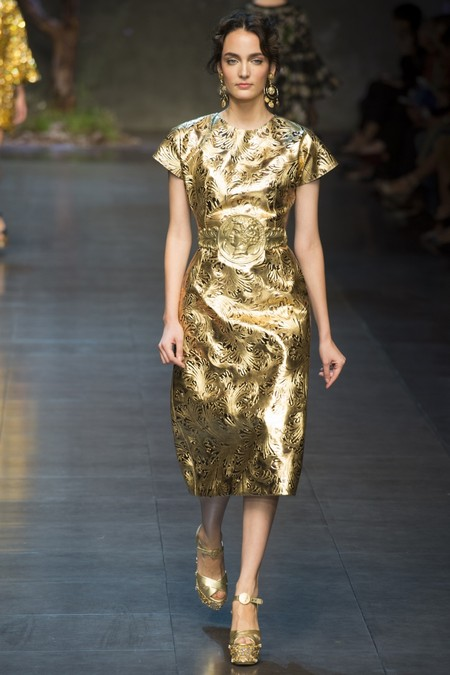 Платье-миди золотистого цвета от Dolce Gabbana