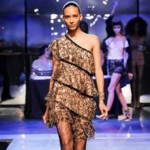Асимметричное платье: постоянный тренд в большой моде