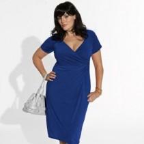 Платье-футляр для полных красавиц – классика, преображающая всех
