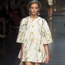 Стильное и совершенное платье-трапеция в вашем гардеробе: модные новинки
