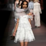 Платье с воланами: модный тренд в любое время года