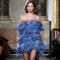 Модные платья с перьями — выбираем свой «пернатый» наряд