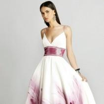 Женственность и утонченность платья с завышенной талией