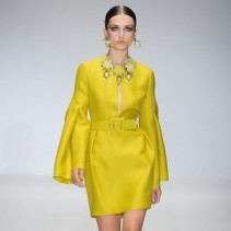 Желтое платье в сезоне Весна-Лето 2013: яркие мотивы для каждой модницы